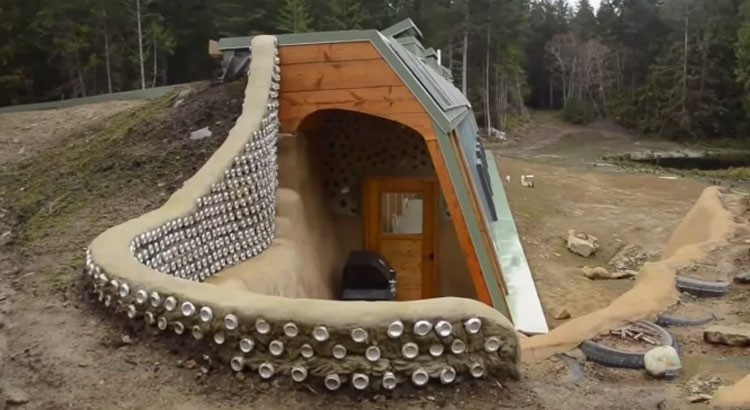 Just One Hour From Vancouver There Is A Secret Island Where Everyone Lives Completely Off-grid